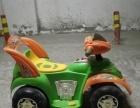 儿童骑电动汽车