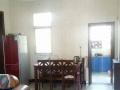 房间有简单家具水电气通周围安静是学生老人上班族等居住的好地方
