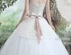 白色抹胸婚纱