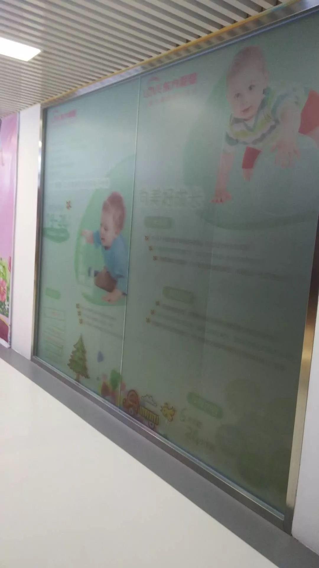 北京公主坟附近玻璃贴膜磨砂膜腰线刻字喷绘LOGO条