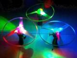 批发地摊玩具21cm发光拉线闪光飞碟 七彩夜光飞碟 闪光塑料玩具