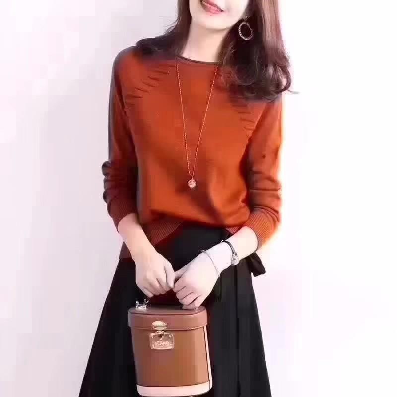 男女四季服装常年不间断供货,各种毛衣,开衫