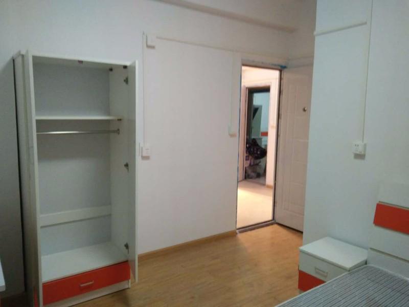 上施家园 2室1厅独卫带阳台 中等装修免中介包物业