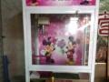 夹布娃娃游戏机,九五成新,只使用了6个月,由于店主急需转让店铺,