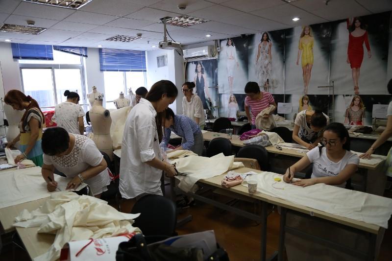 上海设计培训/ UI设计/ 室内/ 网页/ 服装/ 签约就业
