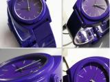 爆款供应石英表 高仿尼克松手表 塑胶表头手表