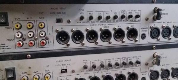 出售99成新专业音响调音台前级后级功放投影1200