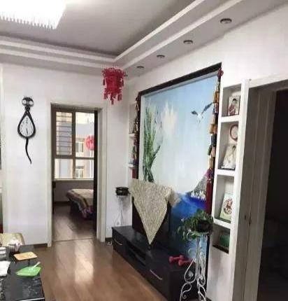 五龙小区6层120平米中装带家具年租金1万包取暖费物业费