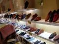 鞋店货架,超低价便宜处理,当时买二万多。