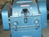 专业生产小型对辊破碎机,实验室双辊破碎机齿辊式破碎
