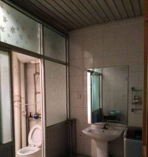 新华小区可拎包入住的房子1300