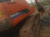 个人斗山220真杠8挖掘机出售,打算卖20万