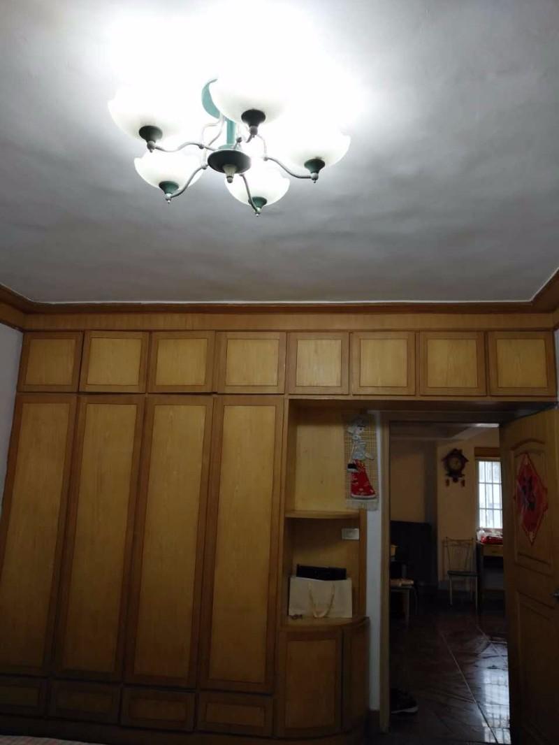 五牌里东大街 繁华商业圈内 5室 1厅 90平米