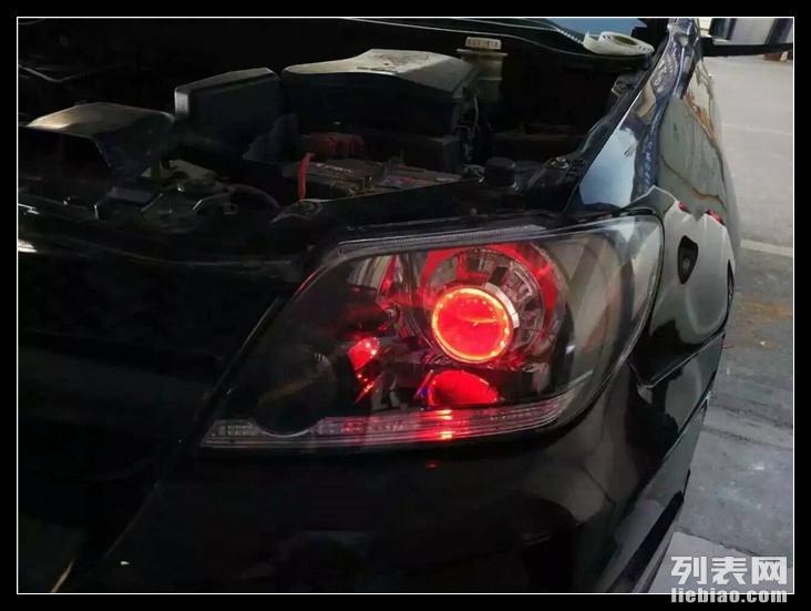 昆明汽车灯光升级 老款三菱欧蓝德改海拉5双光透镜 红色恶魔眼高清图片