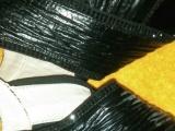 一双全新外国羊皮凉鞋