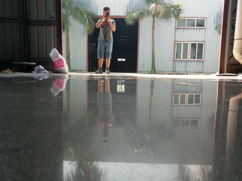 柳州厂房新打的水泥混凝土地面起灰要做水泥固化剂地坪怎么收费