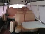 出租14座高顶金杯海狮面包车配有窗帘桌子床