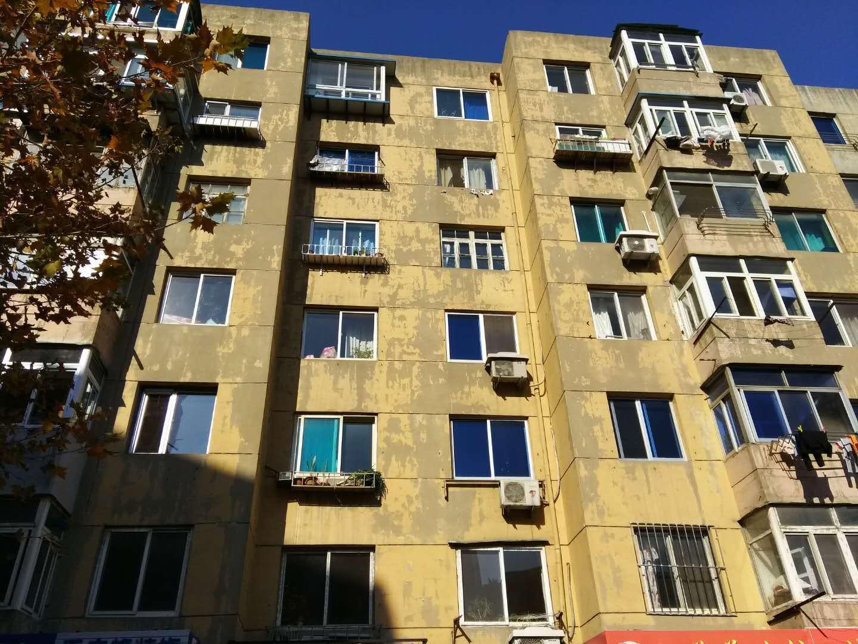 出租侯二小区香工街地铁附近2楼南向精装1室1400