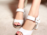 批发供应一件代发夏季热款白色真皮凉鞋简洁百搭罗马鞋粗高跟女鞋