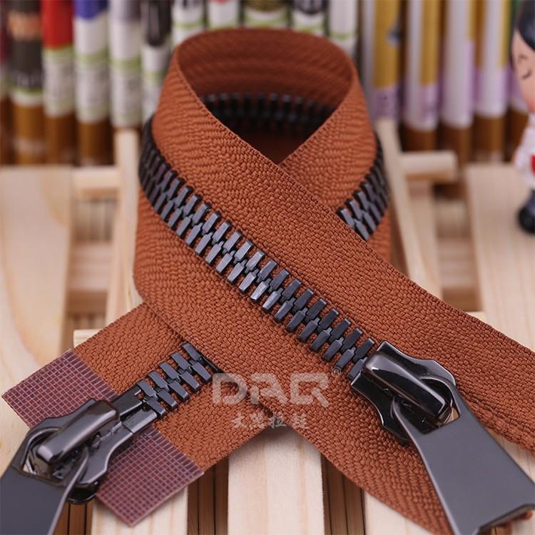 大器拉链DAQ品牌:军靴鞋用拉链,羽绒服拉链,高端金属拉链