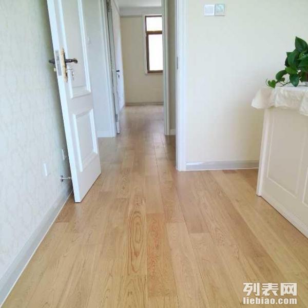 详情描述 韩国热尔地暖专用木地板,其独特的多层实木柳桉基材背面