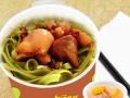 在学校商场周边热卖的小吃,双响QQ杯面,一汤一面