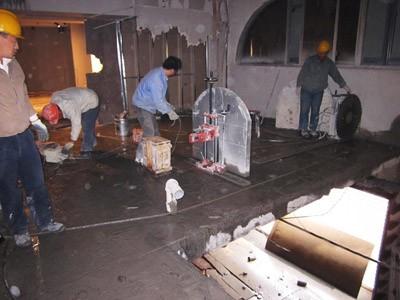 墙锯切割混凝土青岛专业水锯切墙开门水钻打孔电镐拆除砸墙最低价