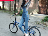 牛仔裤新款女式背带宽松破洞无弹牛仔裤女显瘦牛仔背带裤厂家直销