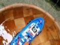 海上消防船,带灯光和警笛声,可以在水面行驶,船头的