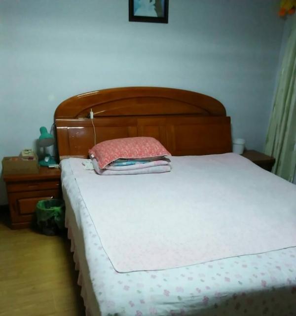 世纪玉景5楼89平二室一厅中装年4200,半年付