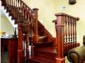 别墅楼梯红木色擦黑工艺颜色 大方柱小圆柱混搭风格 上海楼梯