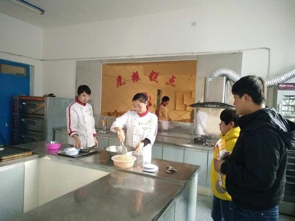 邢台生日蛋糕培训地点邢台生日蛋糕 中西糕点 烘焙面包技校