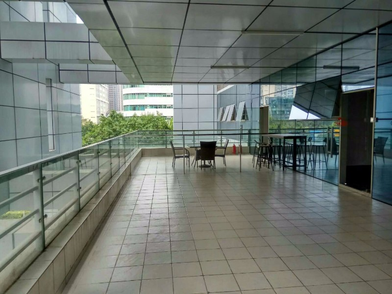 科技园南区 整层精装 带南面花园阳台 德维森大厦!